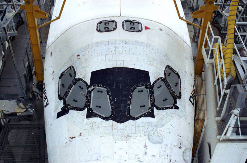 STS-92 OV-103 Crew Compt Top 01a.jpg