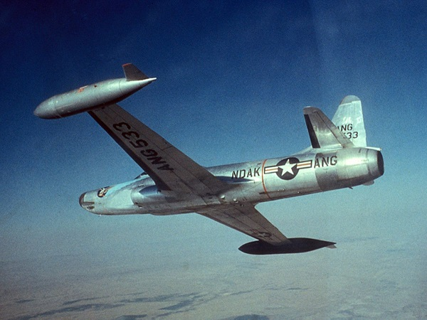 F-94_North_Dakota_ANG_in_flight_1950s.jpg