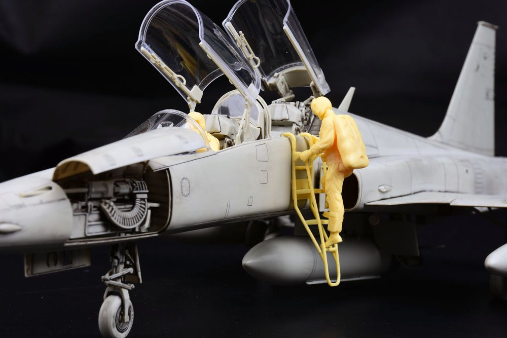 KH 132 F5F 04.jpg