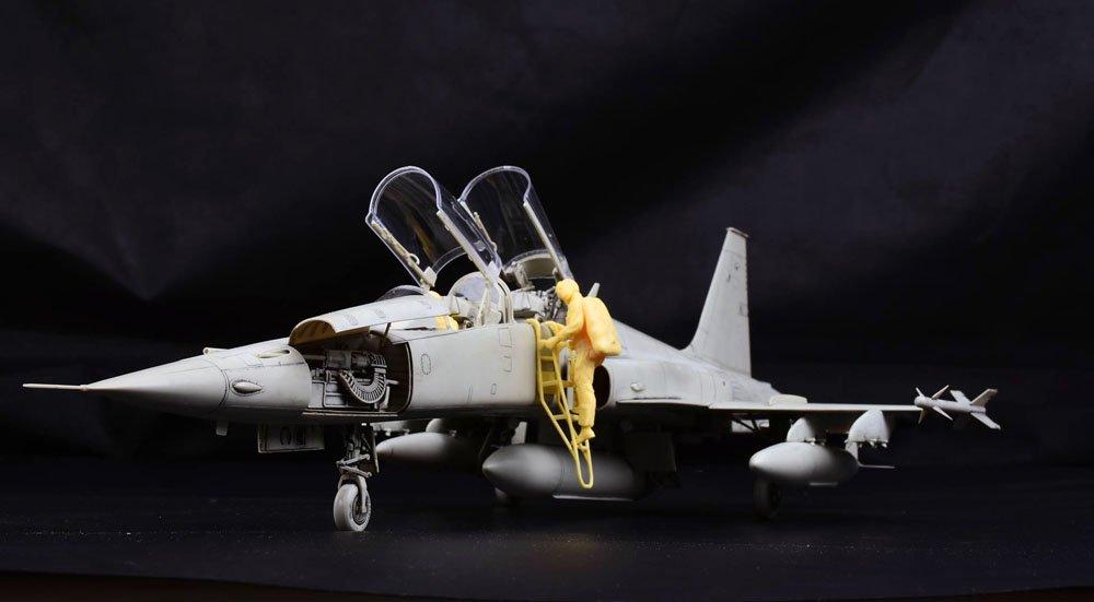 KH 132 F5F 02.jpg