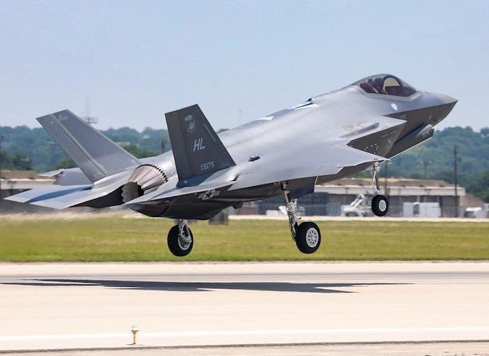 300_f-35-photo2_2__main.jpeg.5559f681f824d58118f35f8af79595b1.jpeg