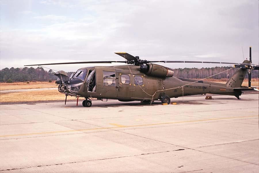 UH-61A_UTAS_11-81_Eustis_VA_BryanWilburn_SM.jpg.4b40e726311bd9f117452d648ca8b321.jpg