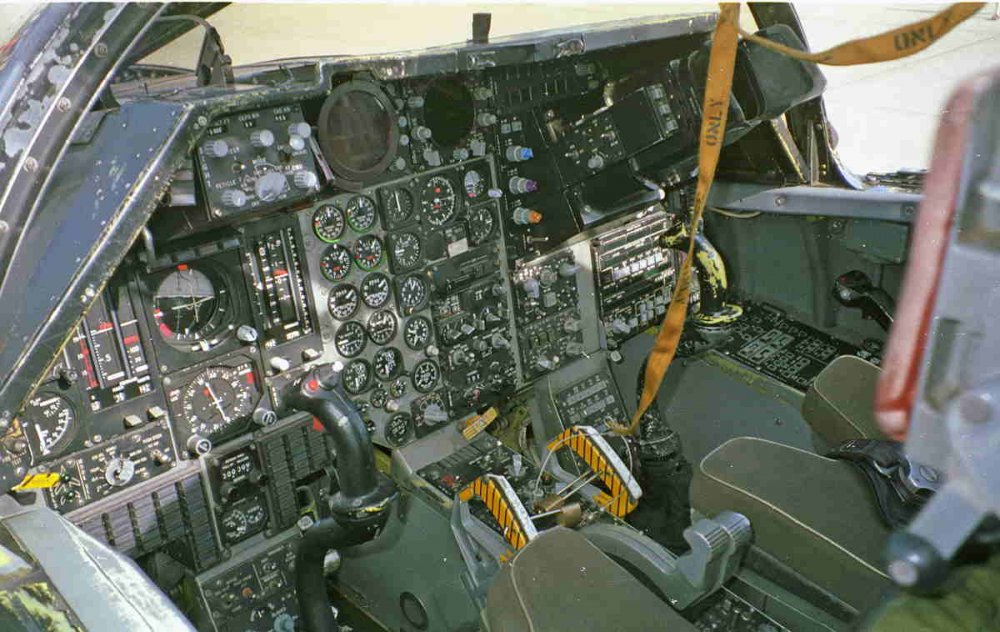930500-dm16-f111f_cockpit-ip_wso.jpg
