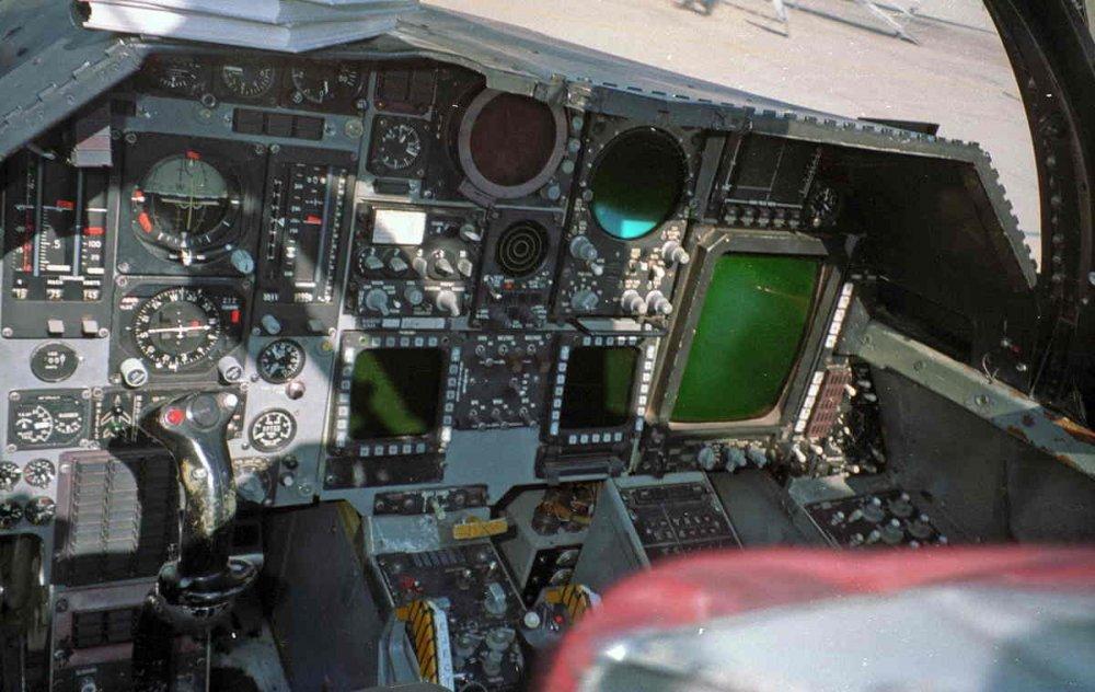 980515-ld18-ef111a_cockpit_ip-r-jim_rotramel.jpg