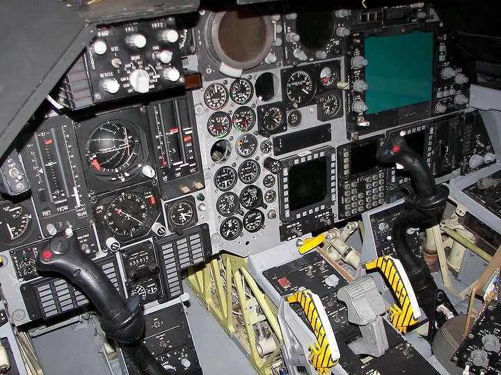f-111e_amp_cockpit.jpg.26c6b301bd9f6d72434340fec5ae9912.jpg
