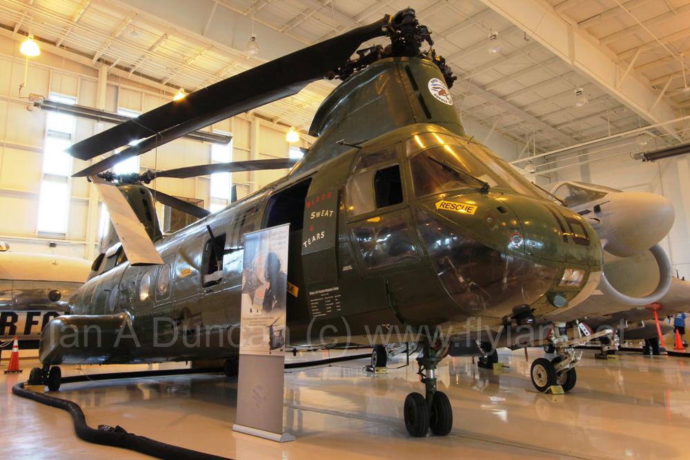 CH-46D 153389 3.jpg