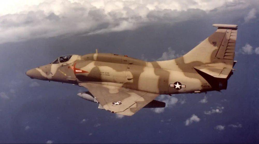 A-4F_154976_MB10_VMA-142_a.thumb.jpg.2ab3644e21390236f3c386140814122d.jpg
