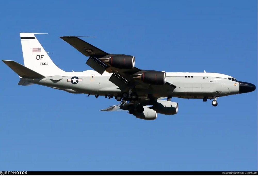RC-135S_61-2663_KMSP_30Oct20.thumb.JPG.f362cd1f95797e94dc01e4d337777a98.JPG